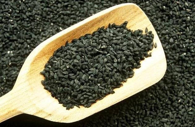 Хорошо помогают семена черного тмина, смешанные с уксусом