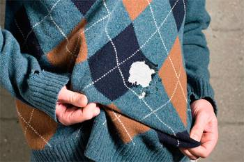поеденный молью свитер