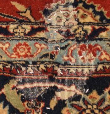 поеденный молью ковёр